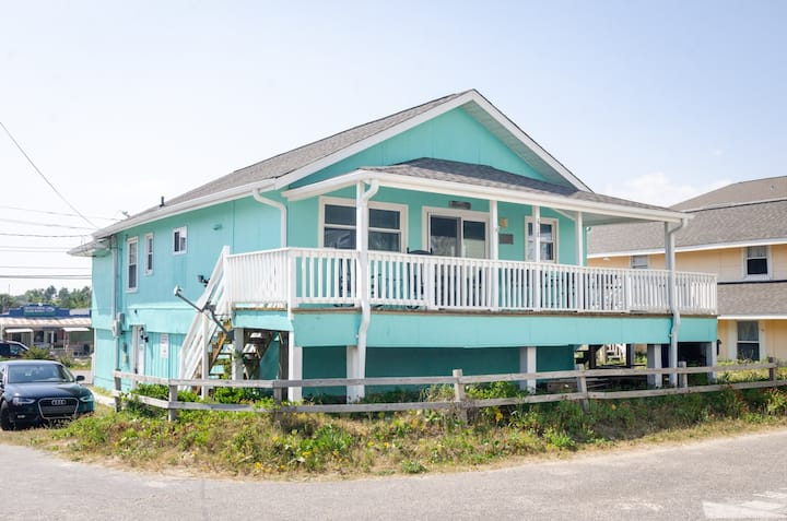 Atlantis-Rock your worries away on the expansive deck at your classic beach cottage