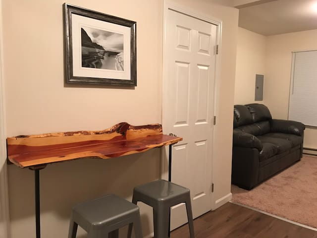 Comfy One Bedroom Flat $12 Monday Booking Special*