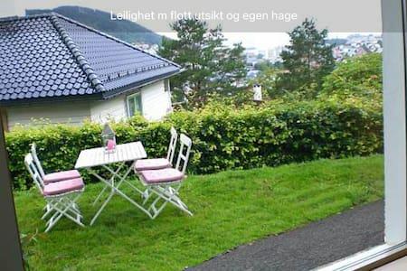 Garden flat, quiet, central - Bergen - Appartement