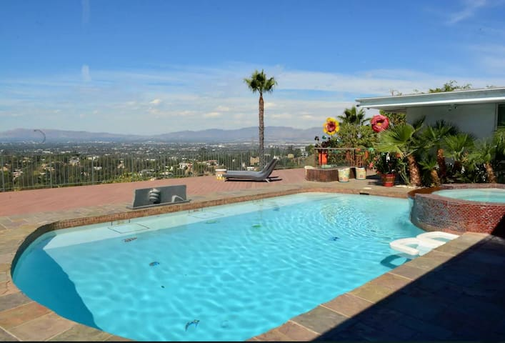 Prime Location Hollywood Hills Stunning Views