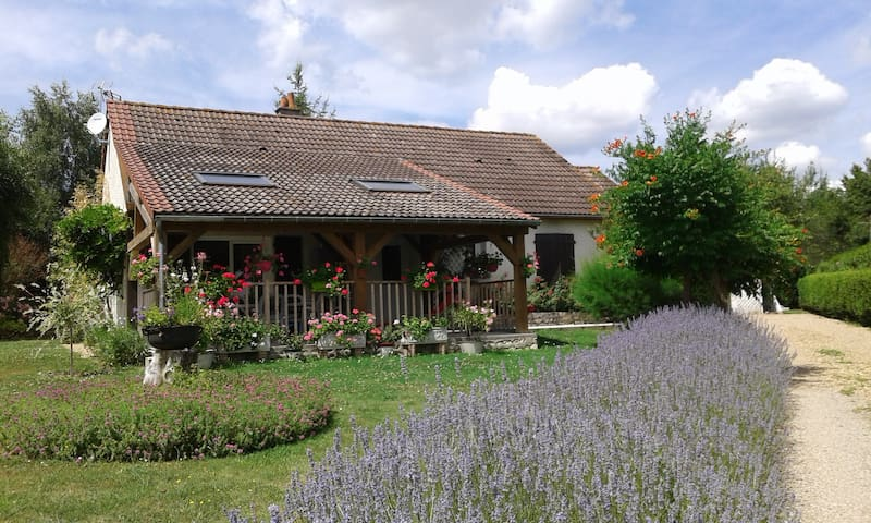 Chambre indépendante   proche de  BEAUVAL - Faverolles-sur-Cher - Hus