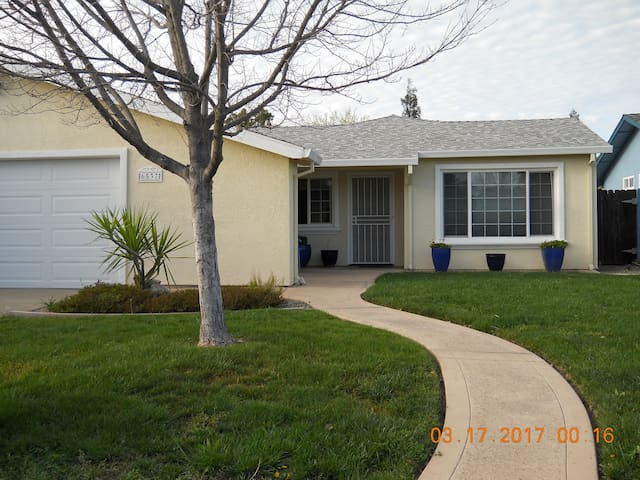 PARADISE! Backyard Oasis - Citrus Heights - Casa