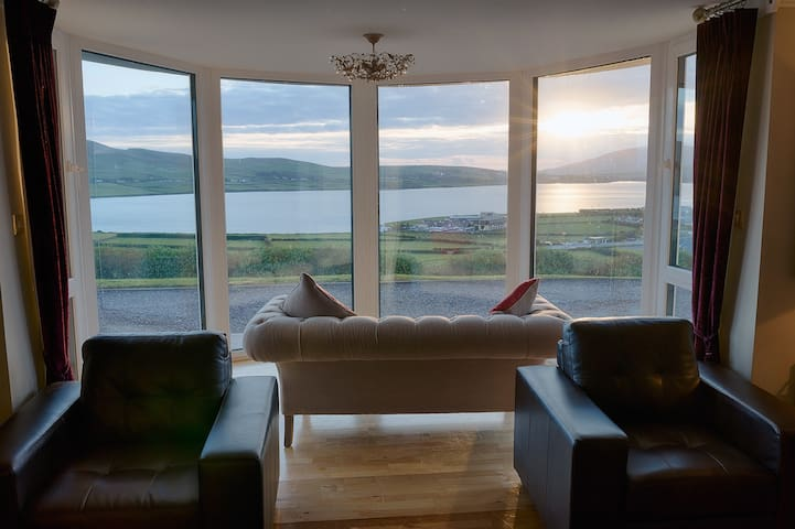 Spectacular Views of Dingle Bay and Town - Dingle - Hus