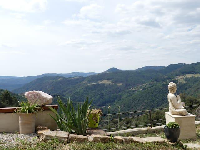 Chalencon : Gîte au calme avec vue panoramique