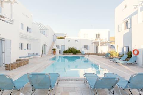 Ivi Mykonean Suite   1  minute walk to Ornos Beach