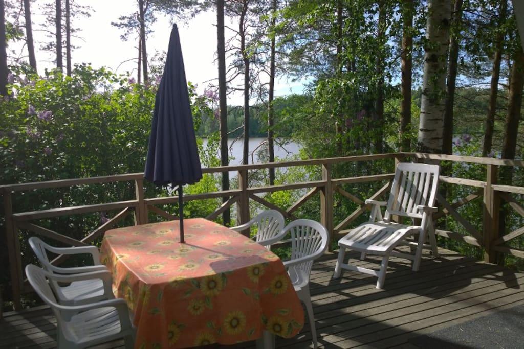 Terrasse avec vue sur le lac Petäjärvi