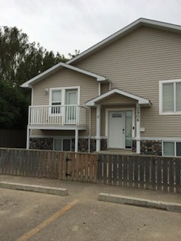 Modern 3 bedroom apartment in South Lethbridge