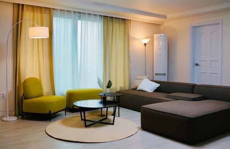 Seongsu spacious share house single room 1