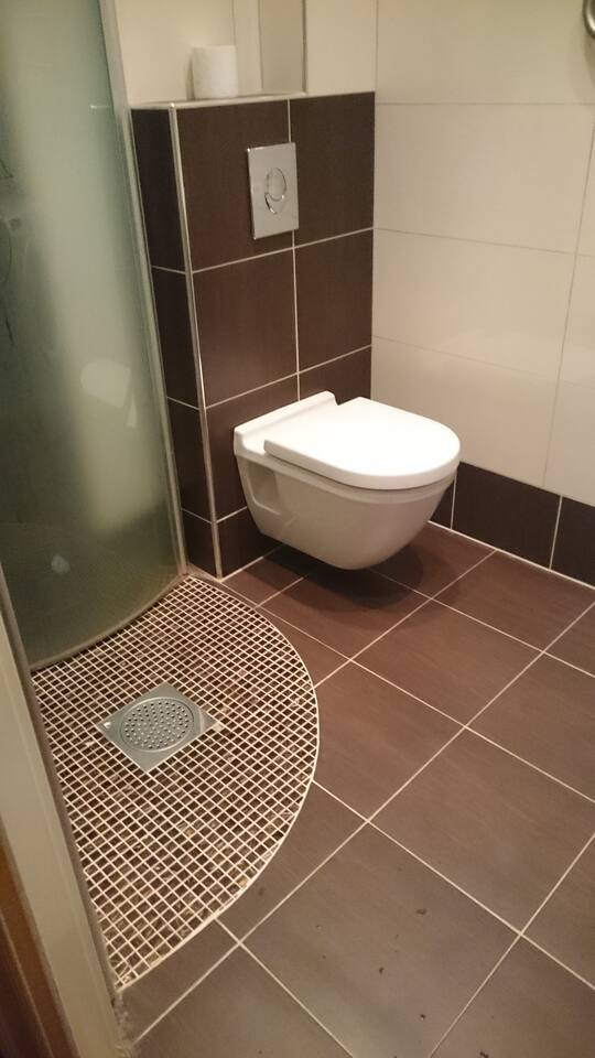 Bathroom, shower & washing machine