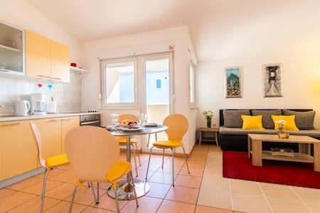 Sea view apartment for 2-4/Trogir