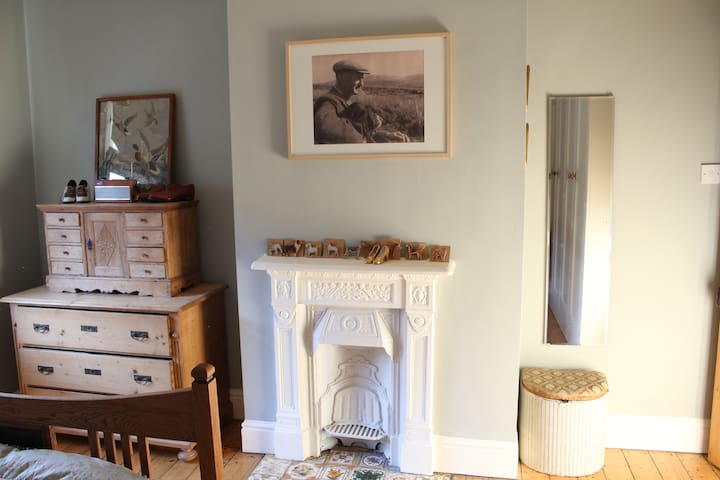 Lovely room to rent close to station & Tattersalls