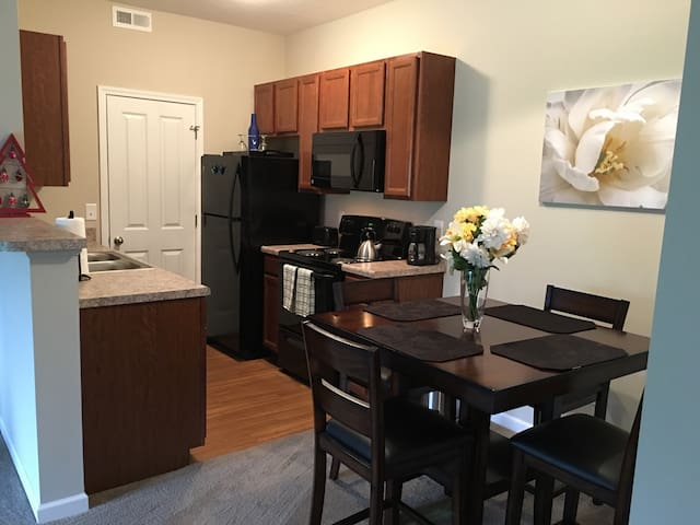 NEW~2B/2Ba & Patio @ Easton~Airport - Columbus - Apartment