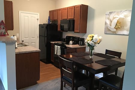 NEW~2B/2Ba & Patio @ Easton~Airport - Columbus