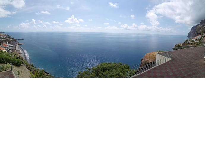 180º (from balcony; the image is distorted due to 180º foto, the view is much better)