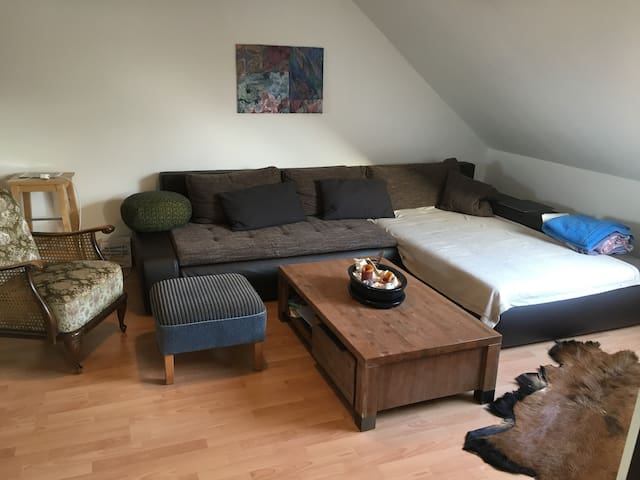 Charmante Dachgeschosswohnung - Amburgo - Appartamento