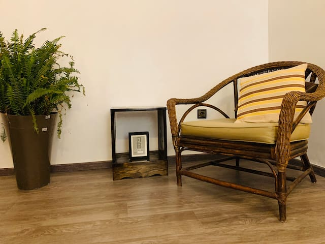 Une chaise traditionnel africain pour lire des livres..