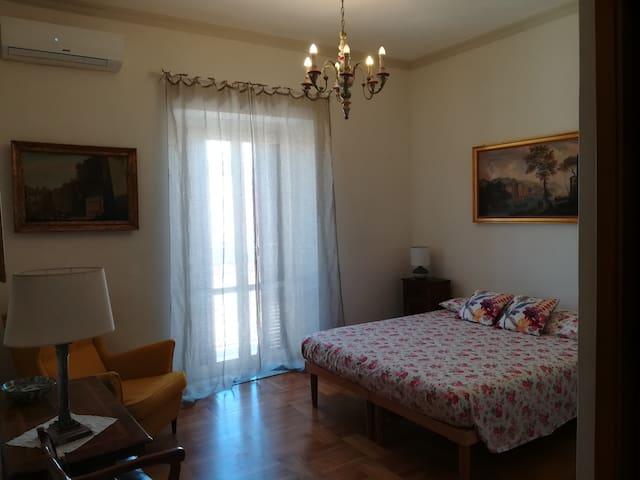 """Room """"Foro Romano"""" with private bathroom"""