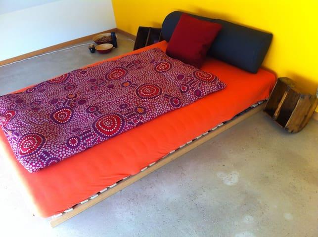 Ruhiges und komfortables Zimmer. - Rodersdorf - Huis