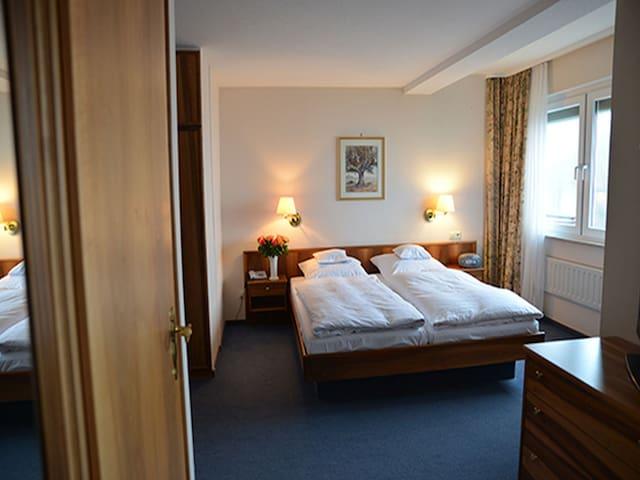 Hotel Anna, (Badenweiler), Doppelzimmer mit Balkon