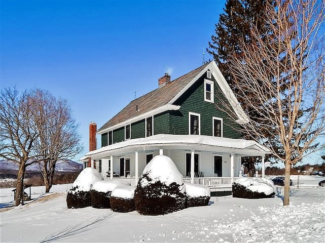 Pastoral 5BR Pittsford House w/Amazing Views!