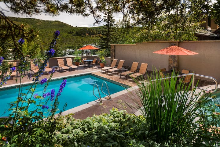 Ski-In 3 Bedroom Condo with Jacuzzi Tub and Balcony! | Outdoor Hot Tub Access