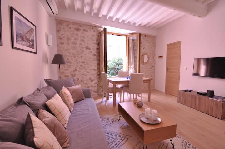 SUPERB ONE-BEDROOM Apt -OLD TOWN- StayInAntibes