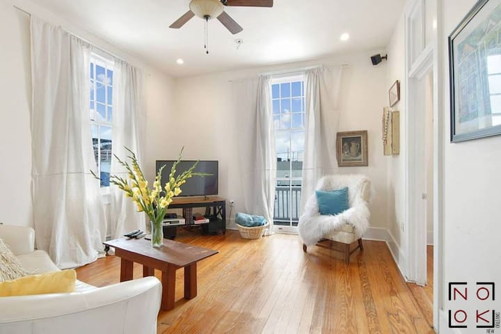 Stylish Freret Street Loft With Balcony & Parking!