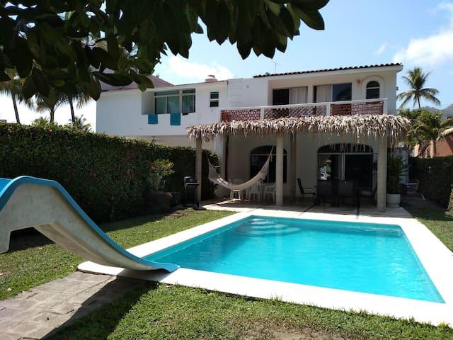Casa en Club Santiago, Manzanillo, Colima, México.