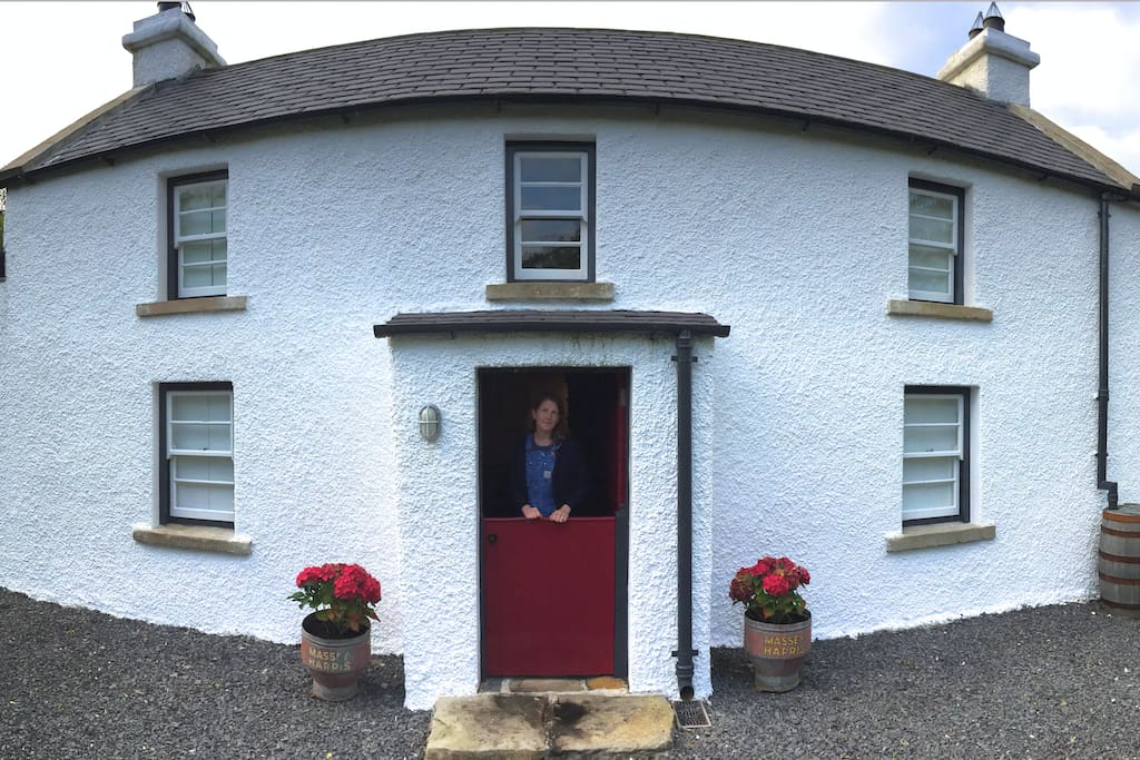 Historic Irish Farmhouse, fully restored and located on the Old Ulster Way