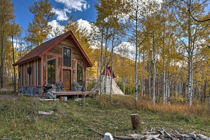 Marble Cabin w/Large Teepee, Fire Pits & Mtn View!