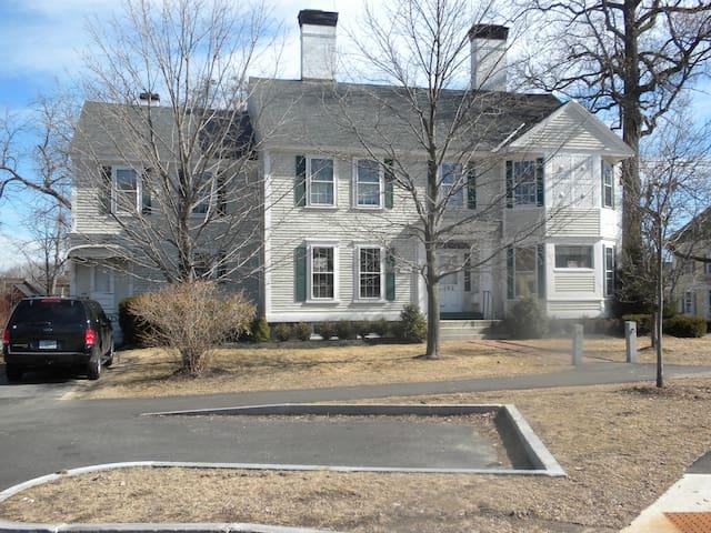 The Fifer Davis House. Circa 1760.  Antique Manse. - Concord - Leilighet