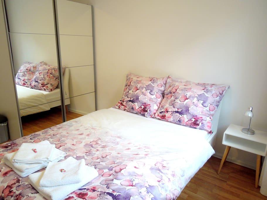 Double bed 140x200cm