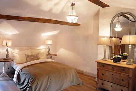 """""""Le clos d'Emilion"""" Bed&Breakfast """"Cabernet"""""""