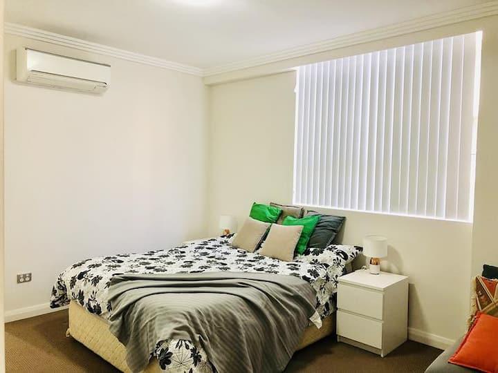 Oversized Clean Master Room+Ensuite Homebush West