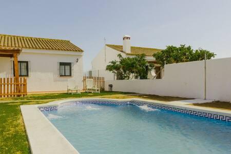Chalet con piscina privada - Conil de la Frontera