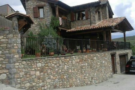 Casa rústica impresionantes vistas - montellà i martinet,lleida - House