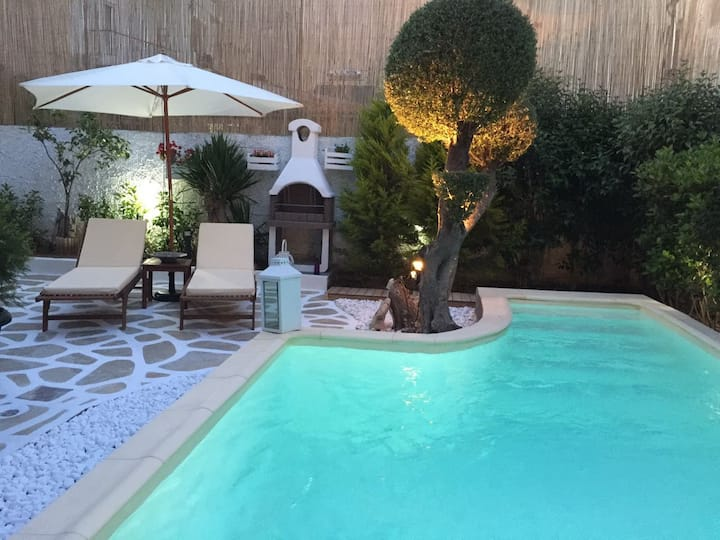 Apt with private heated pool, 150 m from Metro