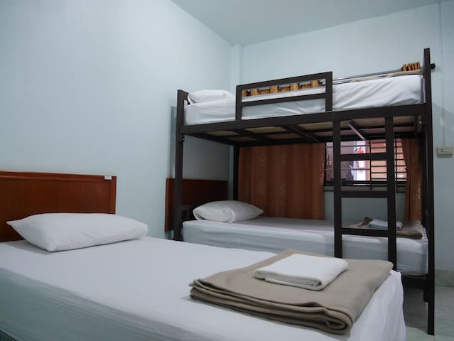 Orchids guesthouse(triple bed)