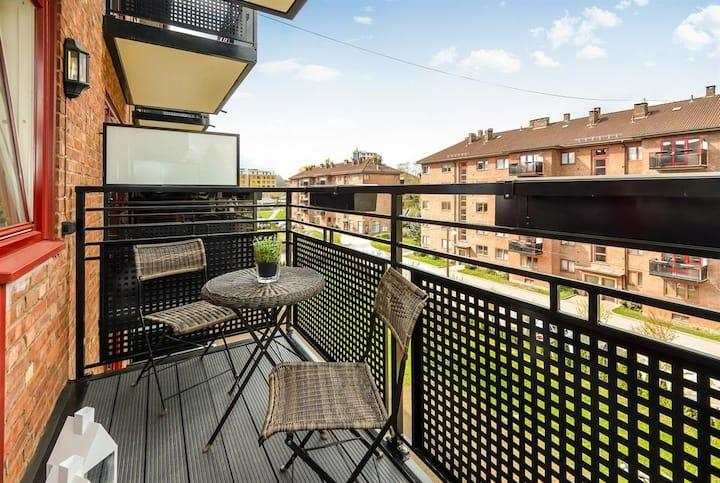 Lys og romslig leilighet, med balkong, i Nydalen.
