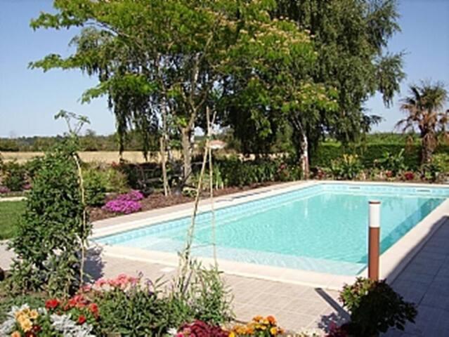 MAISON DES TOURNESOLS - large Heated Swimming Pool