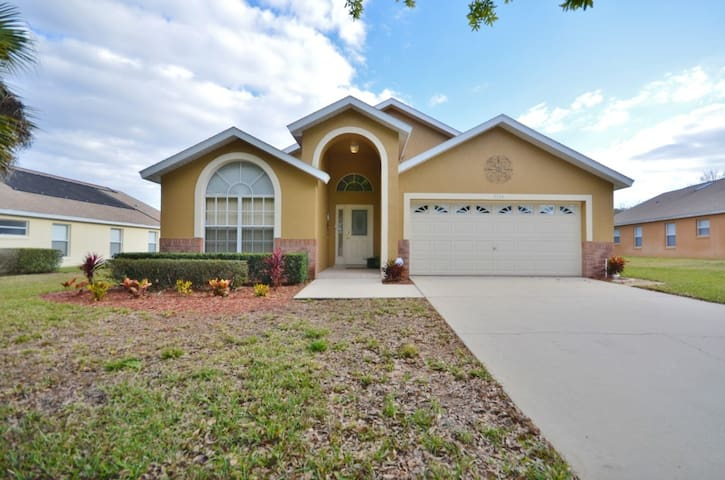 Fantastic 5 Bedroom 4 Bathroom Pool Home With Spa 3154SHC - clermont  - Villa