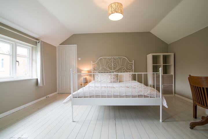 Garden Cottage - cosy Cheshire getaway