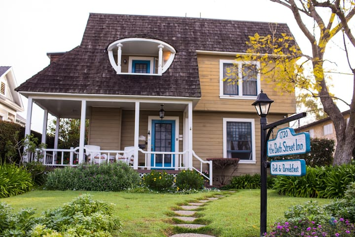 Quaint Victorian B&B in Downtown SB