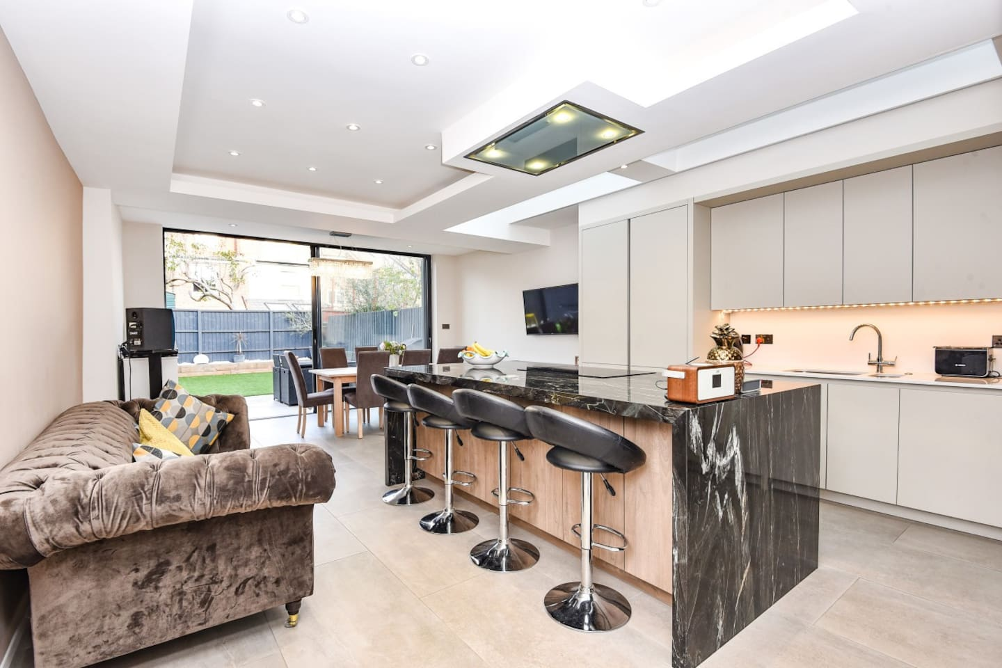 Stunning kitchen with all mod cons