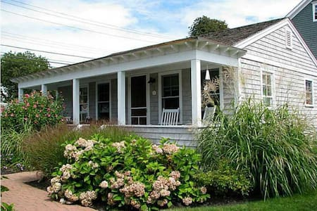 Adorable Cottage In Easton Point. - Middletown