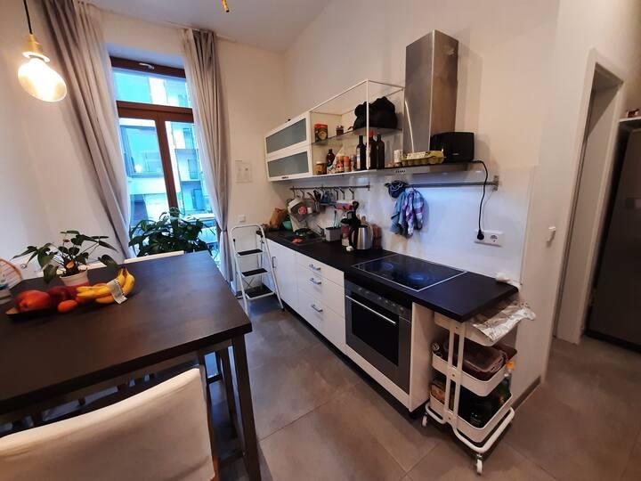 Zimmer in Design Wohnung nähe Frankfurt/Offenbach