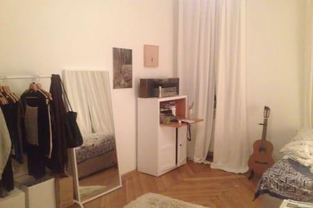 wunderschönes großzügiges Zimmer am Donaukanal - Apartment
