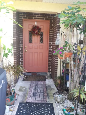 Bedroom in Cute, convenient Townhome - Lake Park - Townhouse