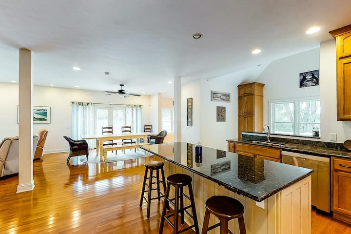 Two-story, lakefront home w/Keuka Lake views from both decks, grill, fireplace