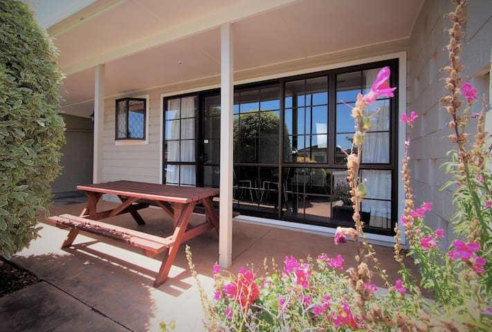 One Bedroom Family Apartment @ Riverlodge Motel